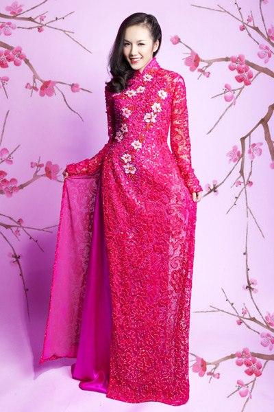 Thiếu nữ việt trong tà áo dài cưới