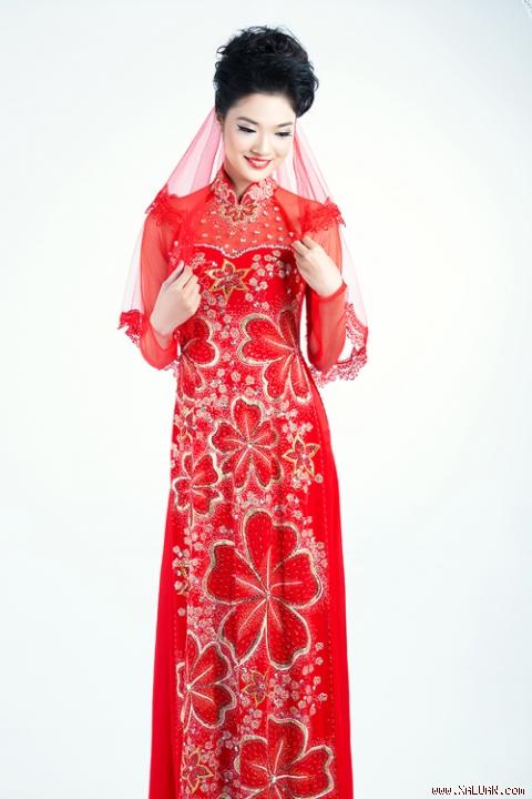 Bí quyết chọn áo dài cưới cho cô dâu gầy 04