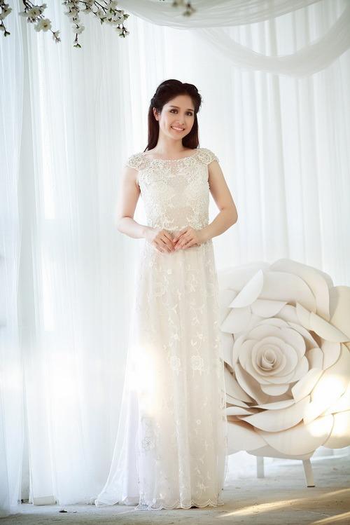 Những mẫu áo dài cưới cổ thuyền lộng lẫy nhất