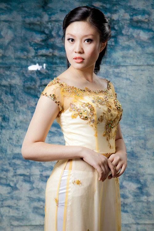 Những mẫu áo dài cưới cổ thuyền lộng lẫy nhất 02