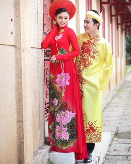 Áo dài cưới họa tiết hoa sen đẹp 02