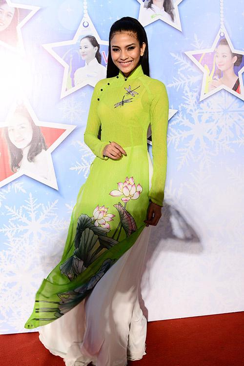 Áo dài cưới họa tiết hoa sen đẹp 10