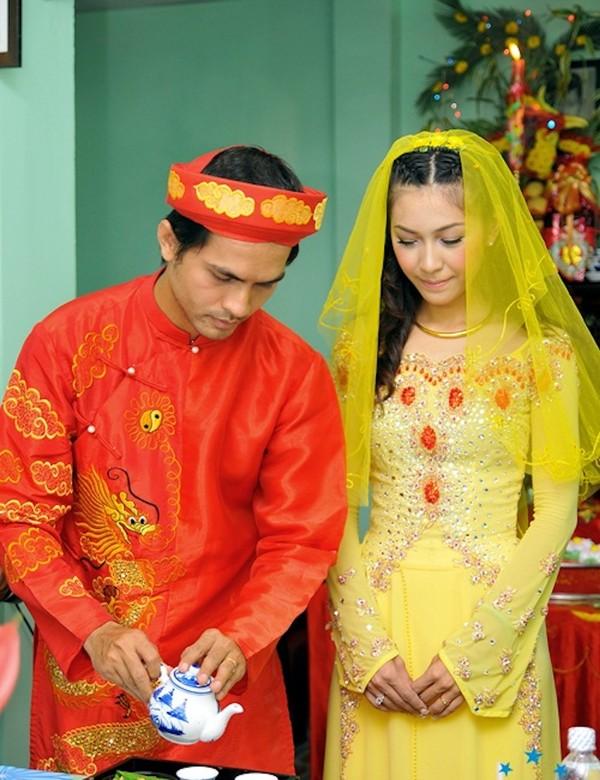 Áo dài cưới màu vàng 03