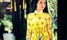Áo dài vàng hoa cúc rực rỡ 01