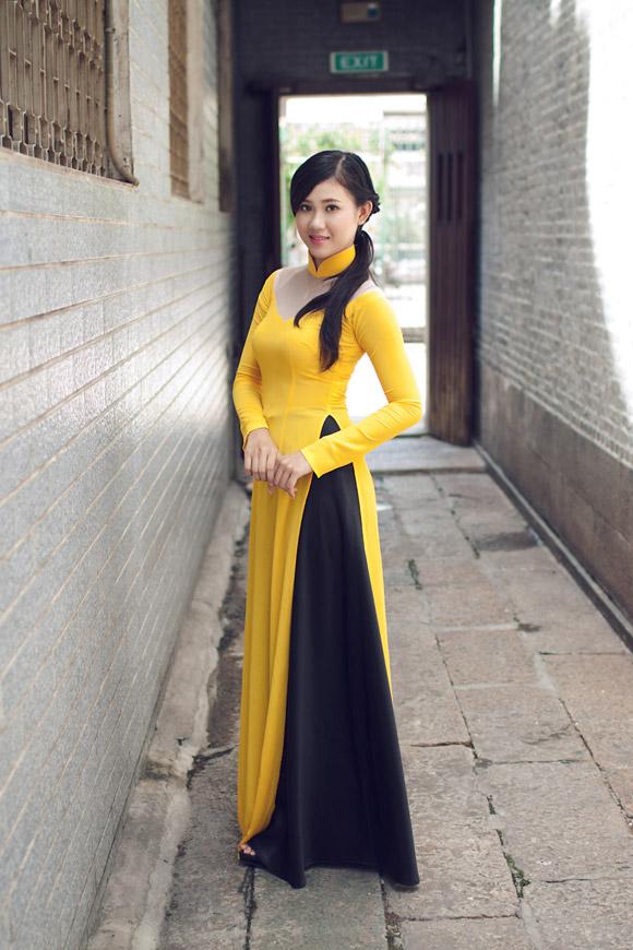 Áo dài vàng hoa cúc rực rỡ 06