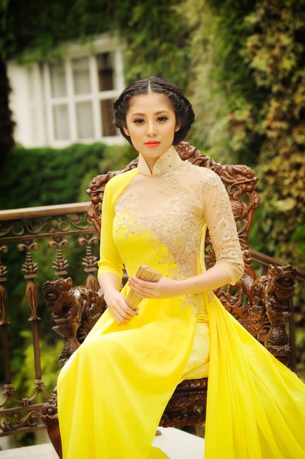 Áo dài vàng hoa cúc rực rỡ 07