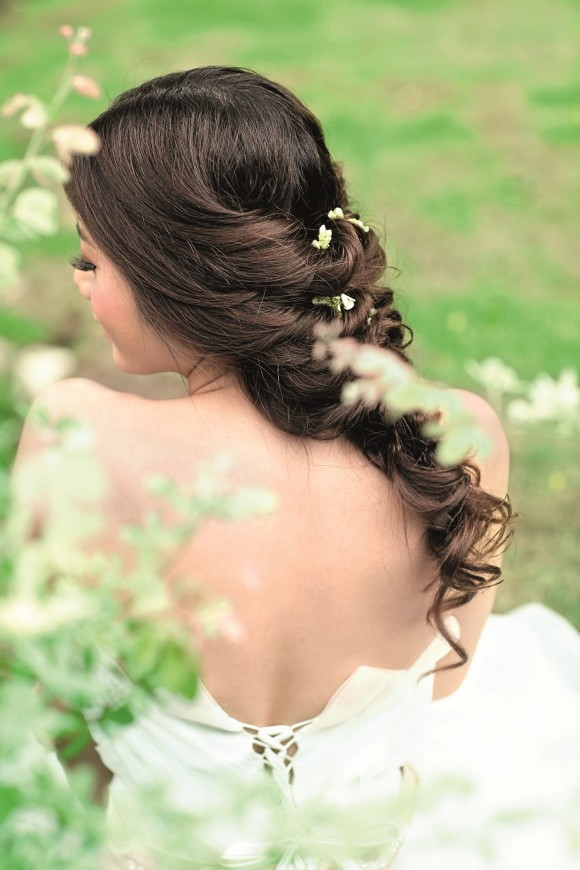 Kiểu tóc cô dâu đẹp tự nhiên 01