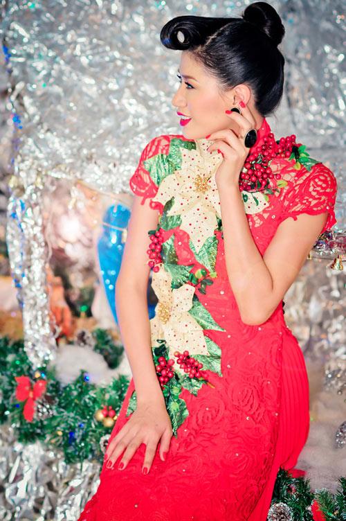 Trang Trần mặc áo dài đi chơi noel