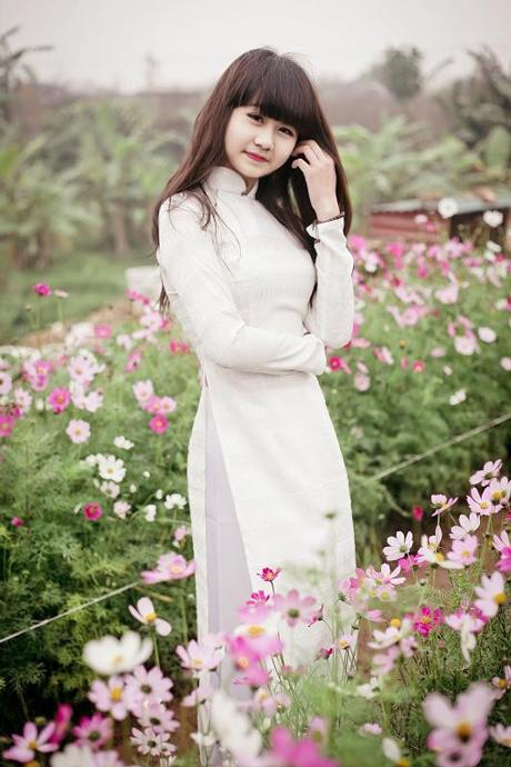 Nữ sinh duyên dáng với áo dài trắng 01