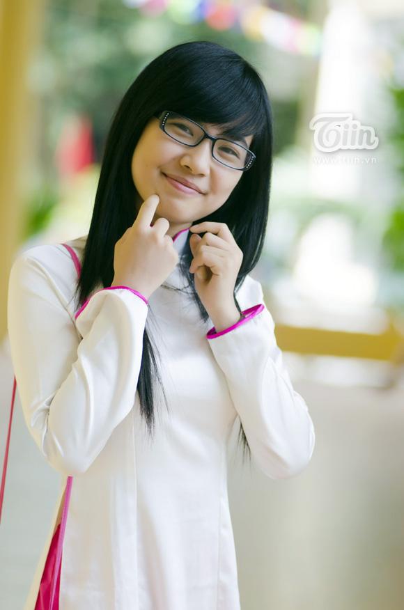 Nữ sinh duyên dáng với áo dài 03