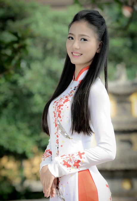 Nữ sinh duyên dáng với áo dài 04