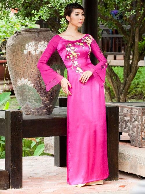 Rực rỡ sắc hoa trên tà áo dài cưới 01