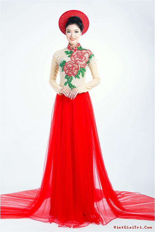 Rực rỡ sắc hoa trên tà áo dài cưới 06