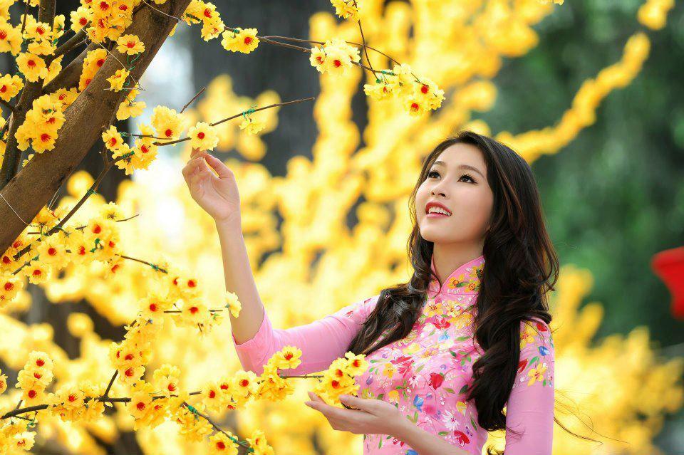http://chothueaodai.com.vn/wp-content/uploads/2014/11/Sao-mac-ao-dai-du-xuan-02.jpg