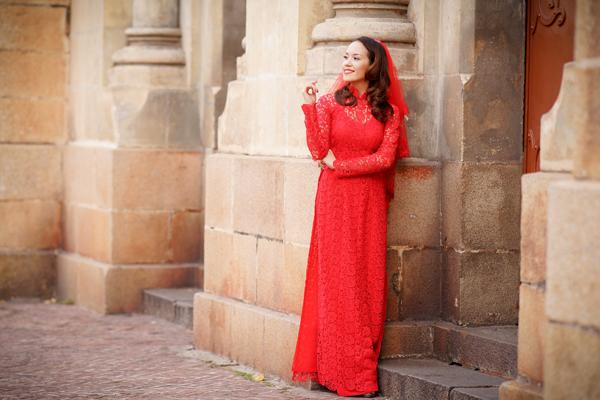 Đa sắc màu áo dài cưới với chất liệu ren