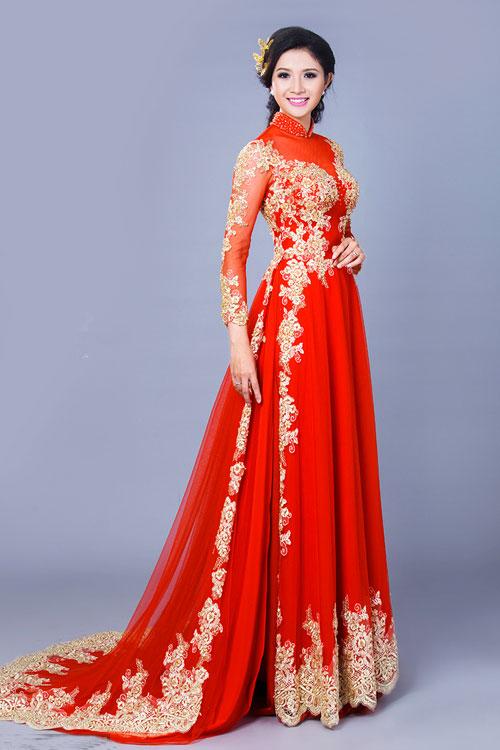 Áo dài cưới màu đỏ có đuôi