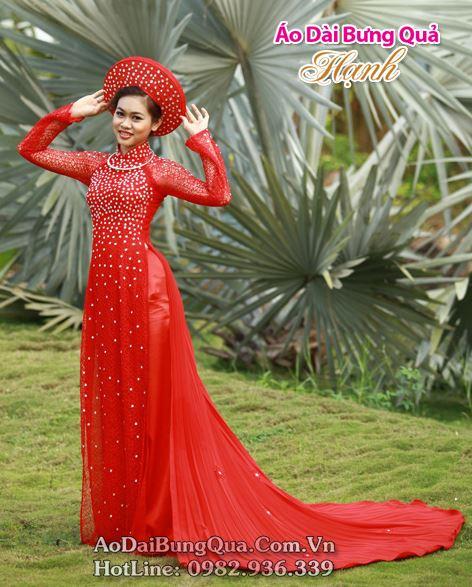 Áo dài đỏ đính đá đuôi phụng