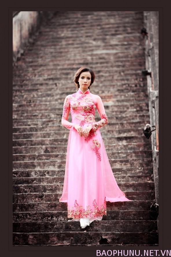 Áo dài cưới hồng trẻ trung 08