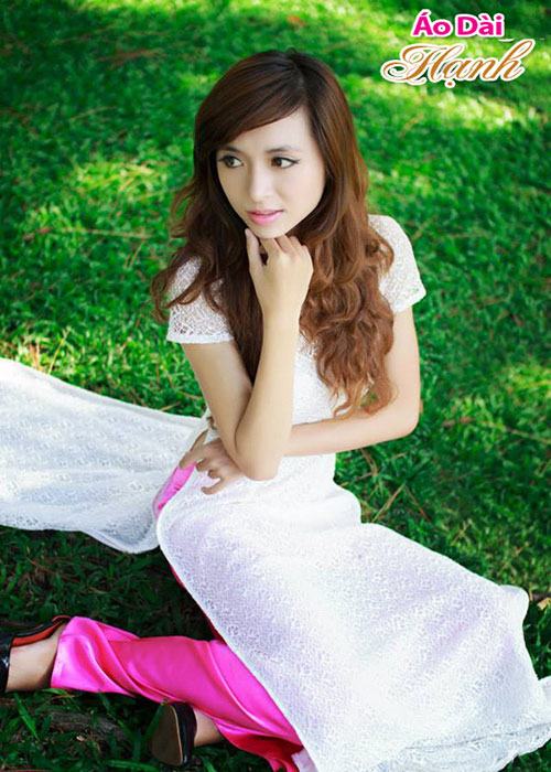 Áo dài trắng ren lưới tay ngắn