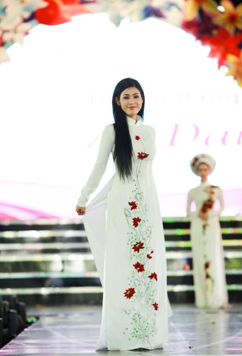 Áo dài lụa thêu hoa cho cô dâu 01
