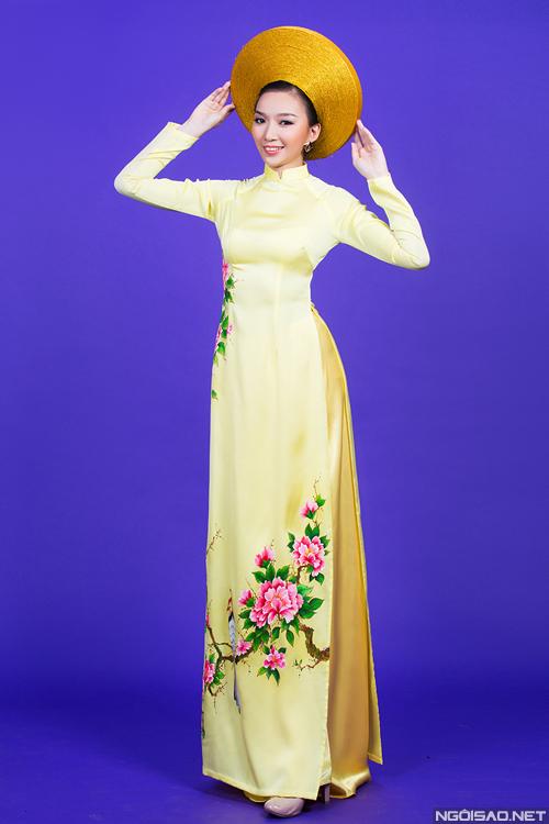 Áo dài lụa thêu hoa cho cô dâu