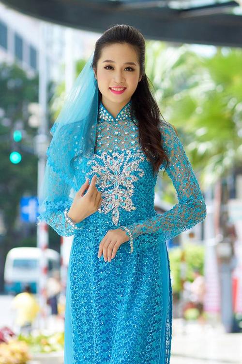 Áo dài xanh dương cho cô dâu 01