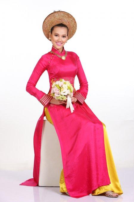 Cô dâu vai ngang không nên chọn áo dài cổ cao truyền thống
