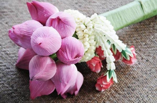 Kết hợp hoa sen cưới và áo dài 01