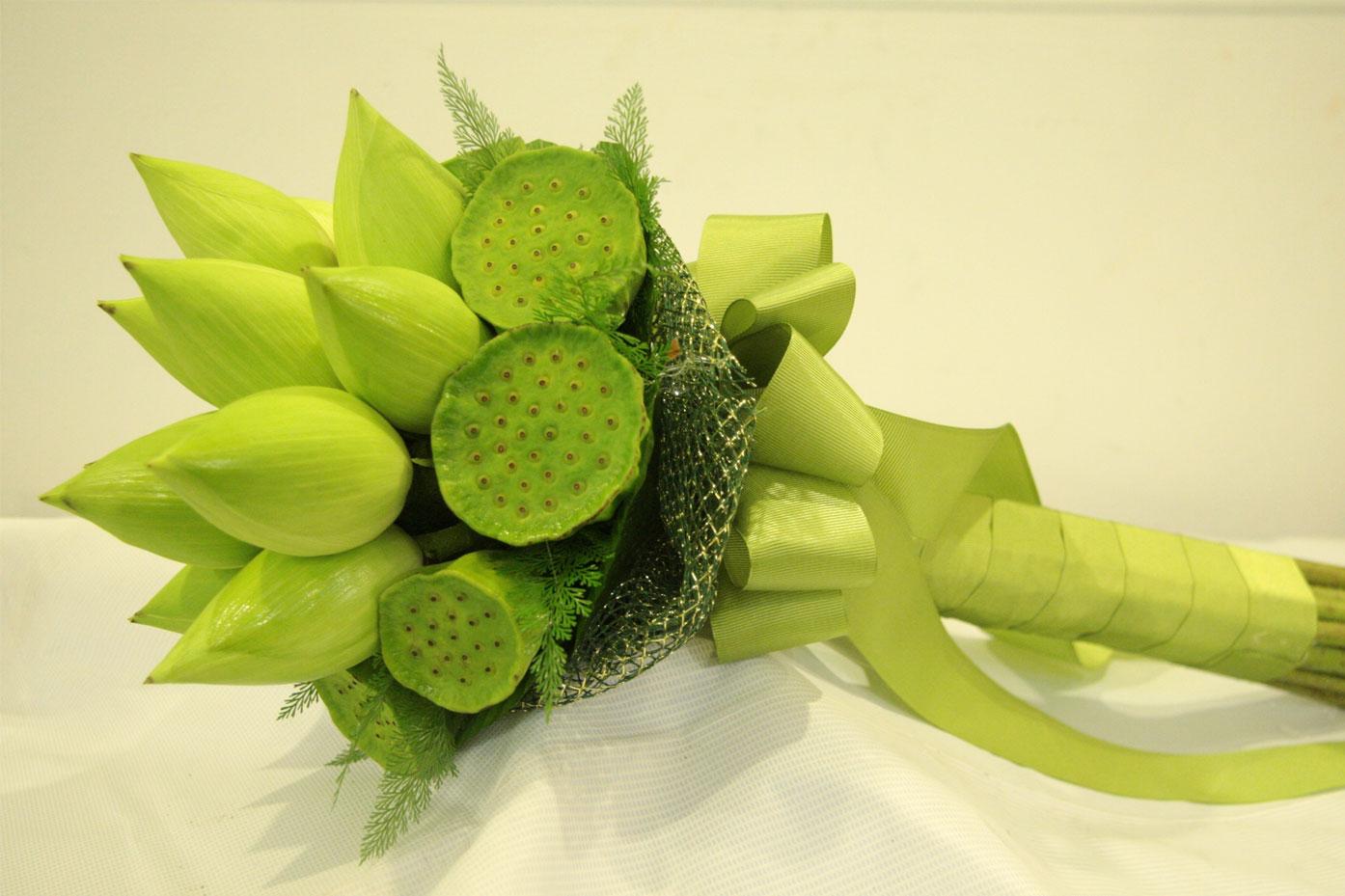 Kết hợp hoa sen cưới và áo dài 03