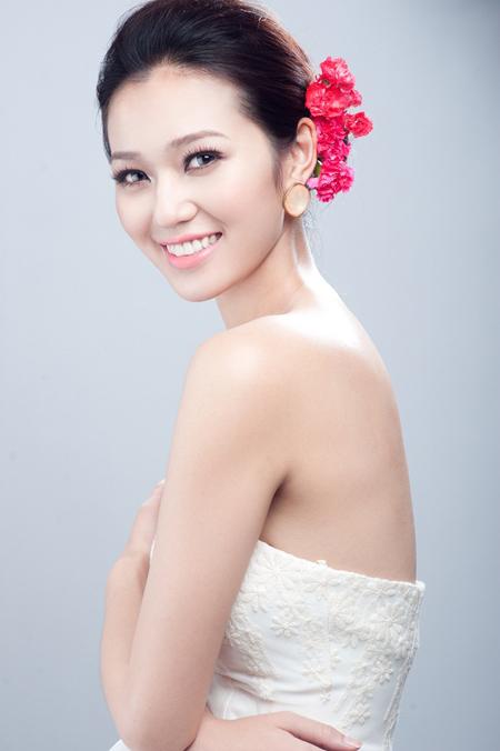 Những kiểu tóc cô dâu kết hợp với hoa tươi 02