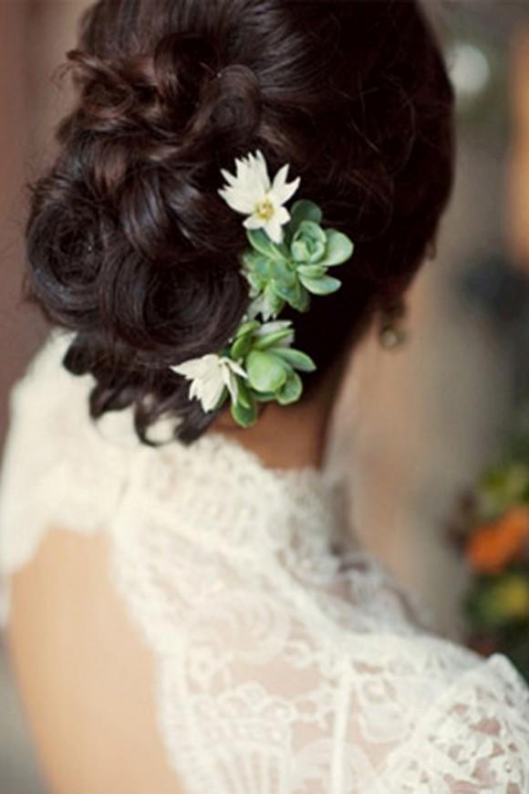 Những kiểu tóc cô dâu kết hợp với hoa tươi 03