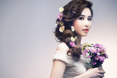 Những kiểu tóc cô dâu kết hợp với hoa tươi 05
