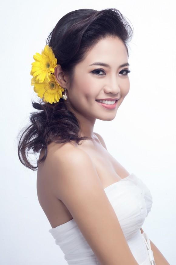 Những kiểu tóc cô dâu kết hợp với hoa tươi 06
