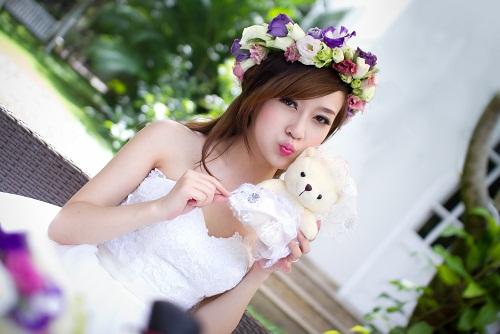 Những kiểu tóc cô dâu kết hợp với hoa tươi 09