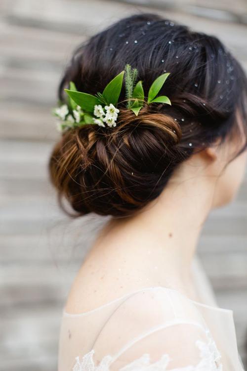 Những kiểu tóc cô dâu kết hợp với hoa tươi 10
