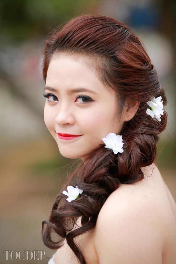 Kiểu tóc xoăn cho cô dâu 05