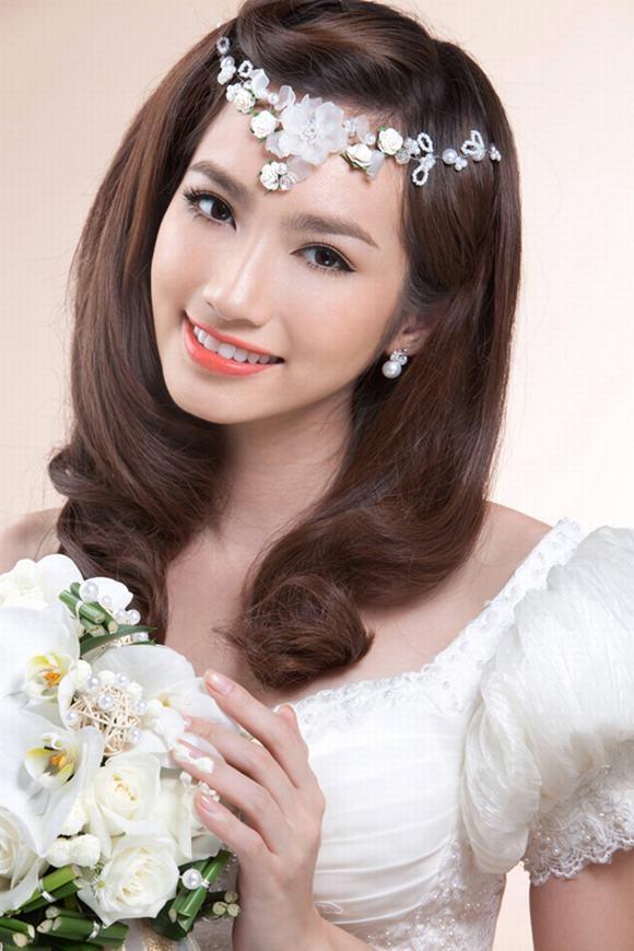 Kiểu tóc xoăn cho cô dâu 06
