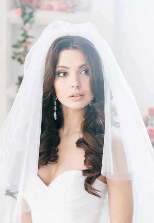 Kiểu tóc xoăn cho cô dâu 09