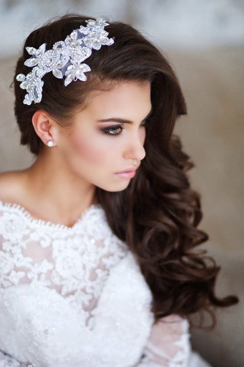 Kiểu tóc xoăn cho cô dâu 10