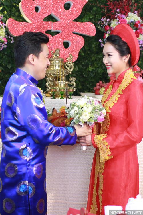 Lam Trường và Yến Trang mặc áo dài ăn hỏi