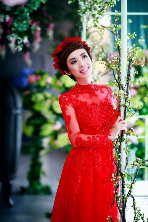 Mẫu áo dài cưới đỏ mới nhất 01