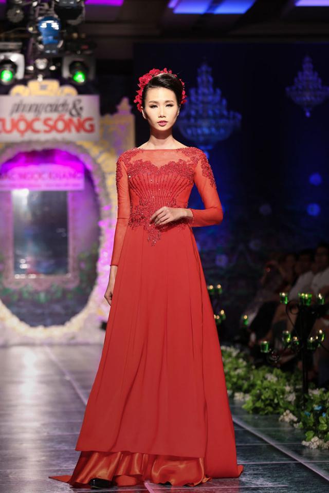 Mẫu áo dài cưới đỏ mới nhất 05