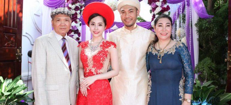 Quỳnh Nga diện áo dài hiện đại