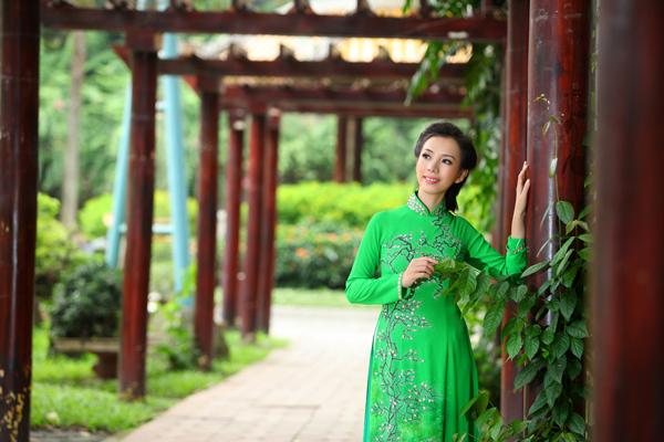 Áo dài cưới xanh lá đầy sức sống 01