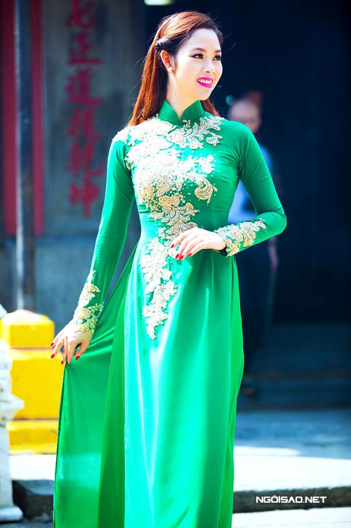 Áo dài cưới xanh lá đầy sức sống 04