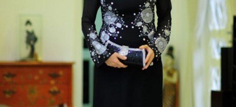 Áo dài đen cho người lớn tuổi 01
