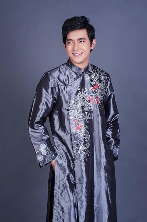 Áo dài họa tiết hình rồng cho chú rể