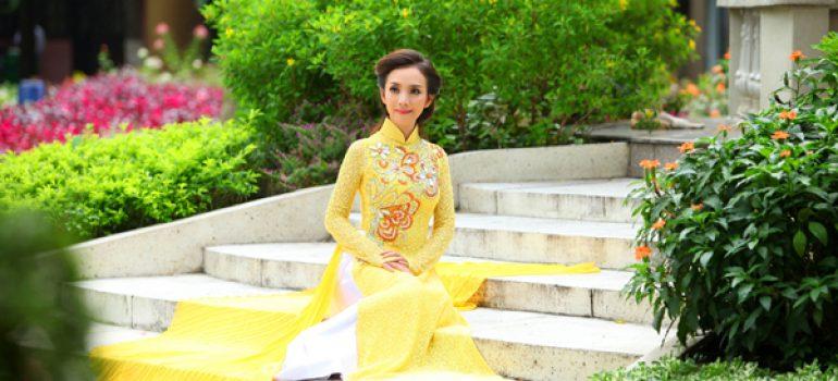 Áo dài vàng hoa mai rực rỡ 03