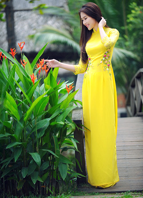 Áo dài vàng hoa mai rực rỡ 06