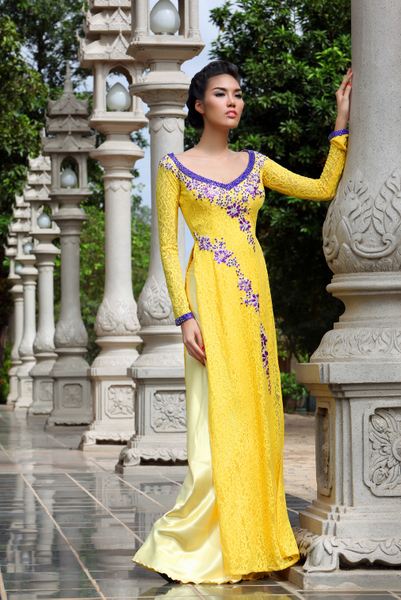 Áo dài vàng hoa mai rực rỡ 10